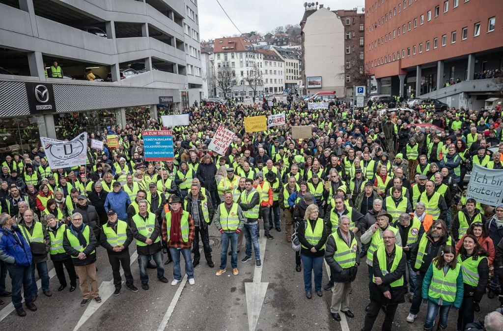 Waren 800 oder weit mehr als 1200 Teilnehmer bei der letzten Demo gegen das Fahrverbot? Foto: Lg/Rettig