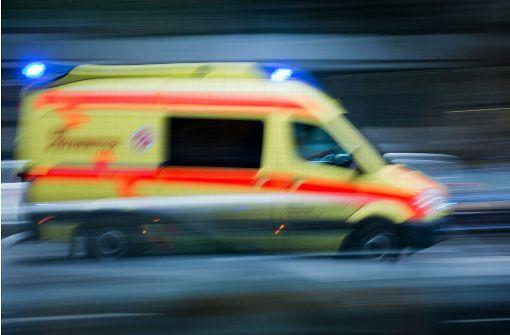 Fahrer verliert Bewusstsein und rammt mehrere Autos