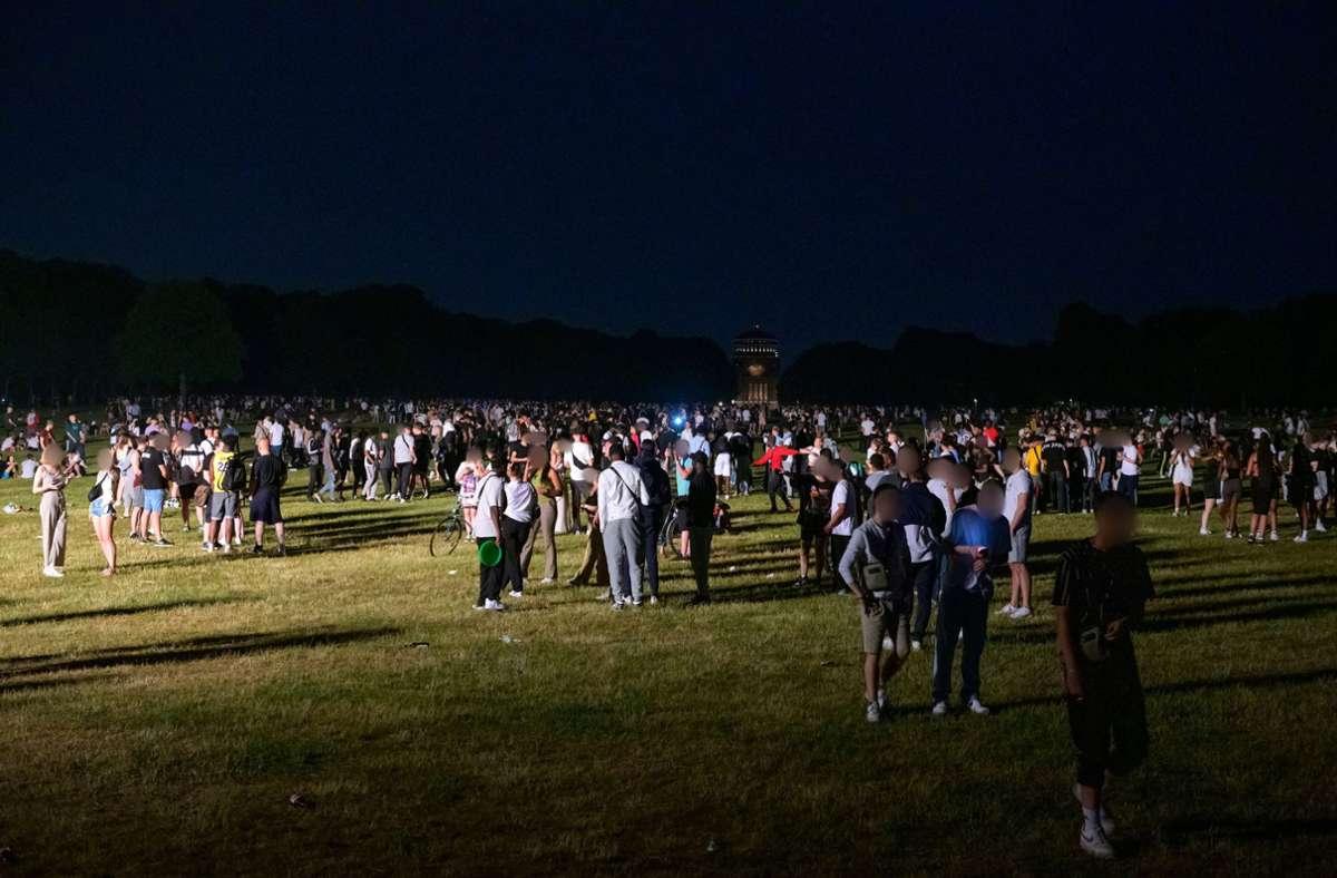 Rund 4000 Menschen feierten im Hamburger Stadtpark. Foto: dpa/Jonas Walzberg