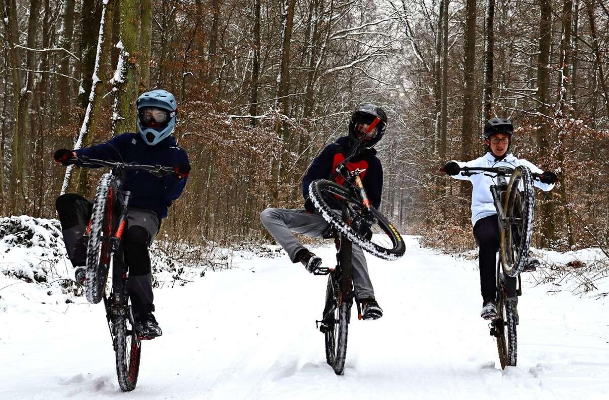 Joshua Reber, Timo Raff und Maurice Pohlen (v.l.) suchen gemeinsam mit der Stadt und dem Jugendreferat nach einer Lösung. Foto: Claudia Barner