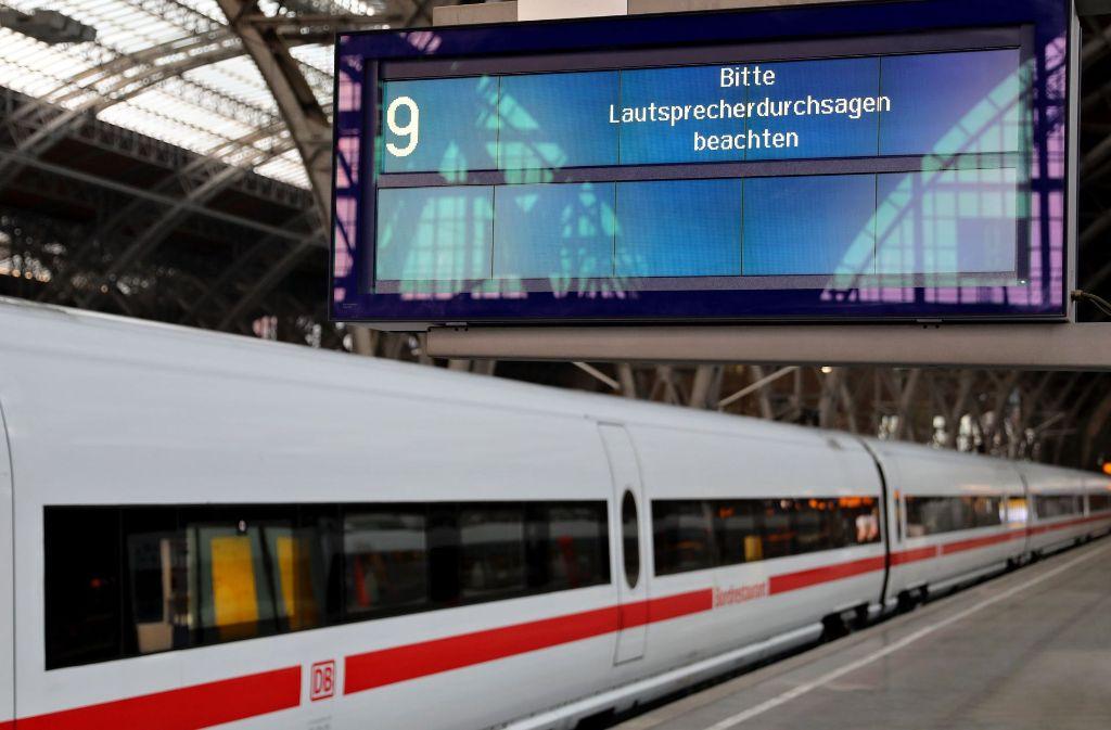 Eine – harmlose – Folge der Cyberattacke durch den Wanna-Cry-Virus: die Anzeigetafeln der Deutschen Bahn funktionierten nicht mehr. Foto: dpa