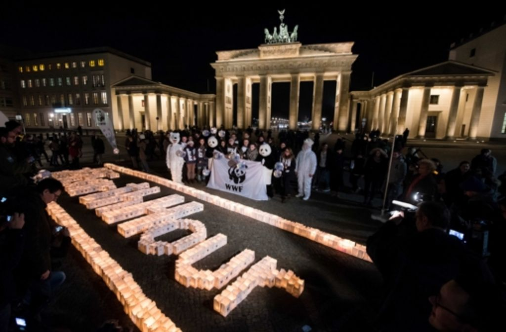 Earth Hour-Aktion am Brandenburger Tor in Berlin. Foto: dpa