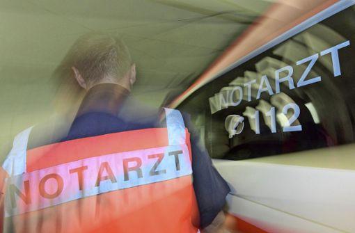 Rettungskräfte angegriffen und Elektroschocker gestohlen
