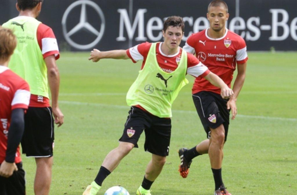 Marco Rojas (Mitte) bleibt eine weitere Saison beim FC Thun in der Schweiz.  Foto: Pressefoto Baumann