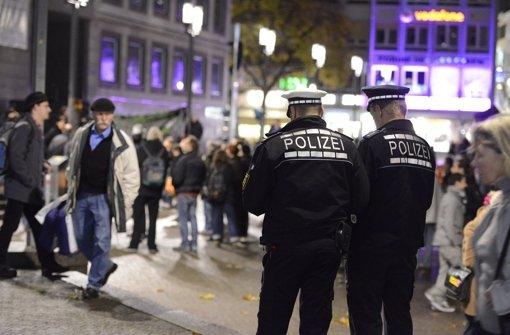 Stuttgart-21-Gegner diskutierten am Samstag über die Fortführung ihres Widerstands. Danach besetzte eine autonome Gruppe das Rathaus. Die Polizei musste anrücken. Foto: 7aktuell.de/Eyb