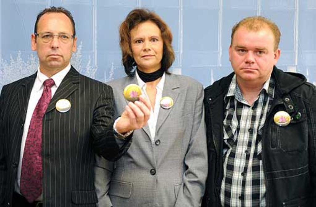 Das Aktionsbündnis Amoklauf Winnenden um die Gründungsmitglieder Hardy Schober, Gisela Mayer und Christoph Nolepa (von links) ist von den Vereinten Nationen zu einer Waffenrechtstagung York eingeladen worden. Foto: dpa