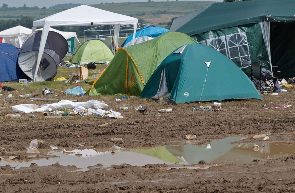 """Das """"Rock am Ring""""-Campinggelände in Mendig ist am Montag menschenleer – nur einige Zelte stehen noch. Foto: dpa"""
