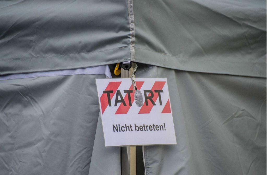 Der Tatort in Neuhausen war seinerzeit     wegen der Spurensicherung weiträumig abgesperrt. Foto: SDMG/Archiv