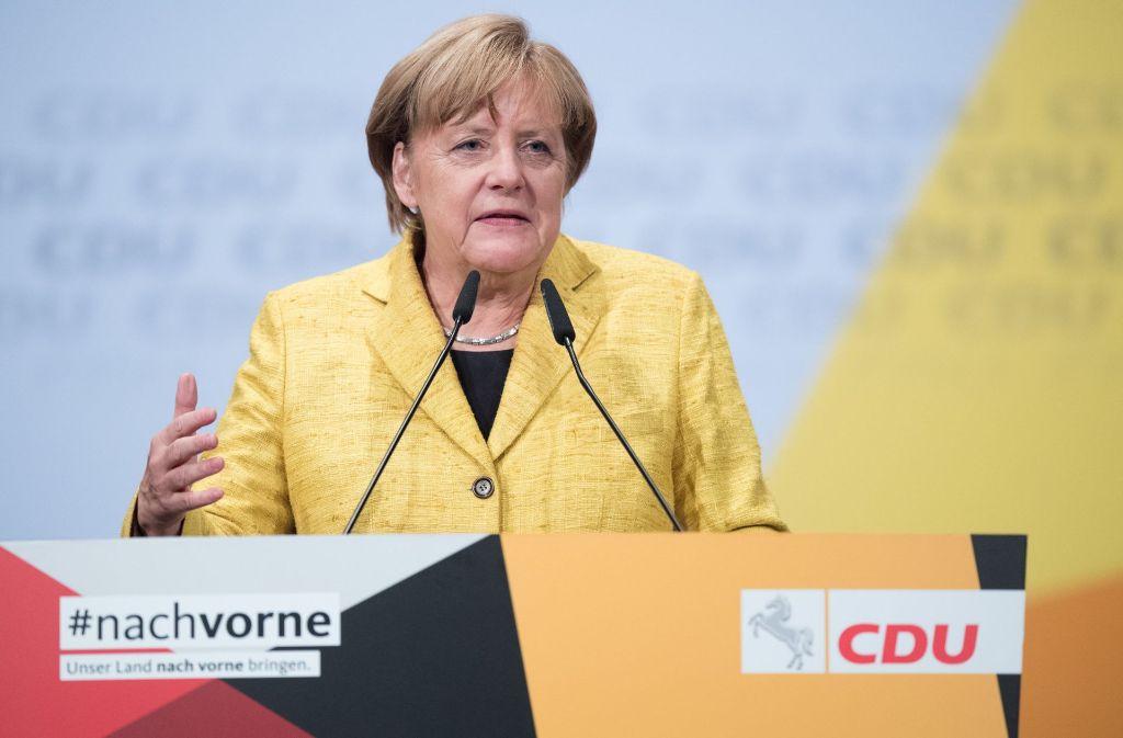 Nach dem Ende des Bundestagswahlkampfs bereits im niedersächsischen Landtagswahlkampf unterwegs: Angela Merkel bei einem Auftritt in Hildesheim Foto: dpa