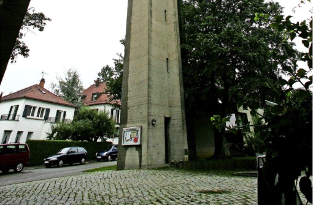 Die Kirche mit dem weithin sichtbaren Turm wurde 1966 fertiggestellt. Foto: Pressefoto Horst Rudel