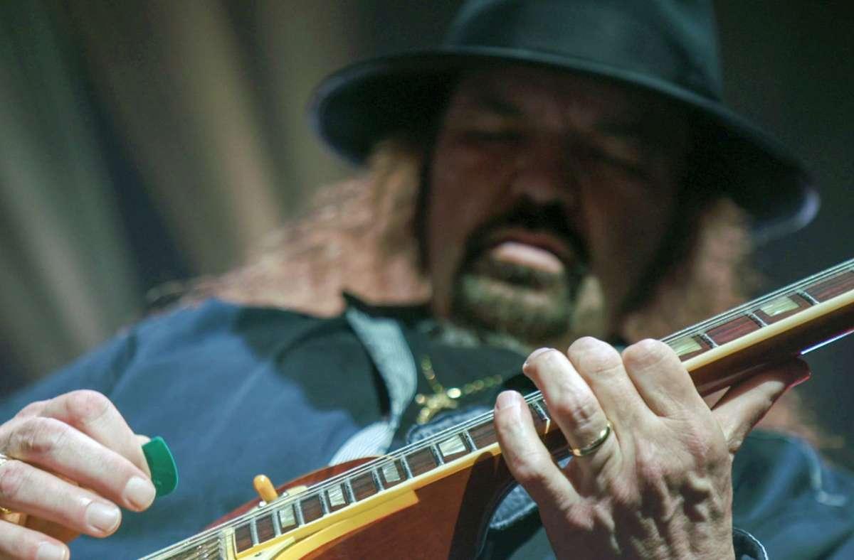 Der Lynyrd-Skynyrd-Gitarrist Gary Rossington hat 1977 anders als einige seiner Bandkollegen einen Flugzeugabsturz überlebt Foto: Eagle Rock Entertainment