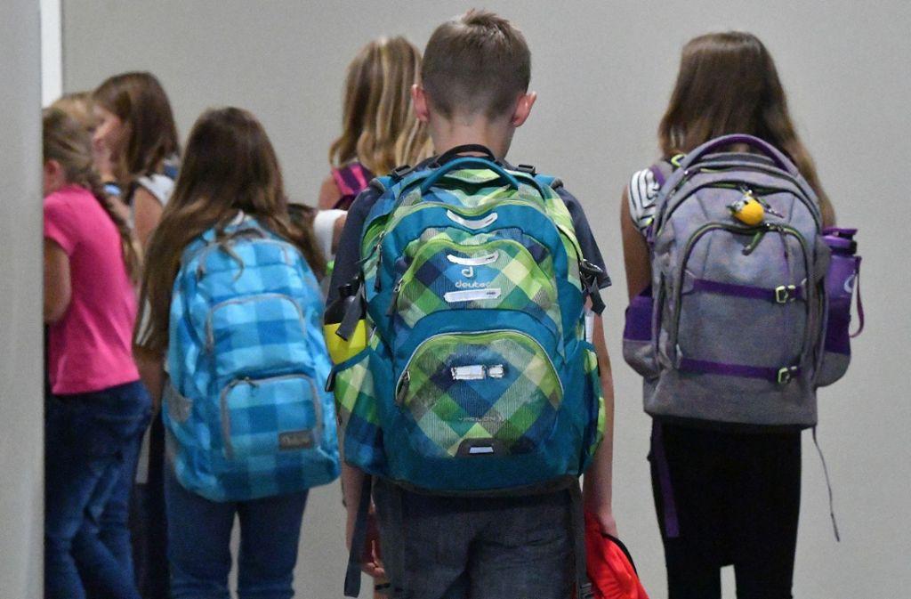 Jetzt solle den jüngeren Schülern mehr Zeit in der Schule ermöglicht werden (Symbolbild). Foto: dpa/Martin Schutt
