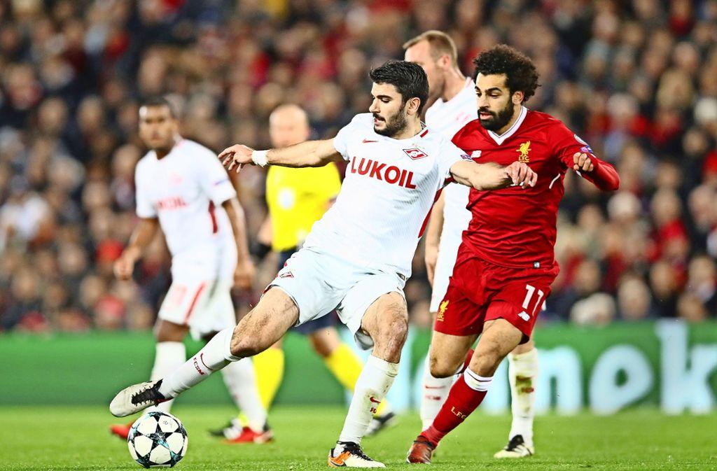 Im Trikot von Spartak Moskau trat Serdar Tasci (li.) in der Champions League gegen Topstars wie Liverpools  Mo Salah an, nun sucht er eine neue Herausforderung. Foto: Getty