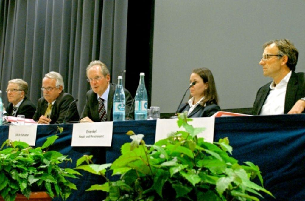 Martin Schairer, Jürgen Lohmann, OB Wolfgang Schuster und Werner Wölfle beantworteten Fragen der Bürger. Foto: Käfferlein