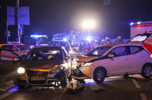 Schwerer Unfall fordert zwei Verletzte