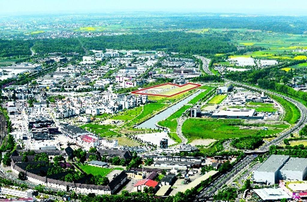 Für die neue Klinik auf dem Flugfeld stehen fünf Hektar zur Verfügung  (rot markierte Fläche). Foto: Zweckverband  Flugfeld