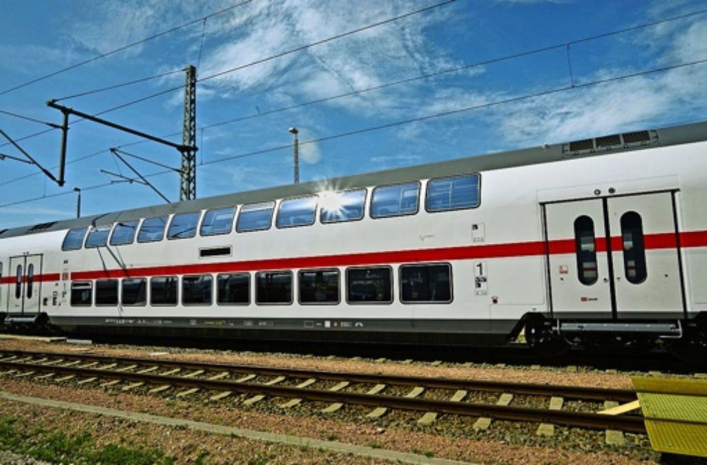 Der Doppelstöcker bietet  mehr Passagieren Platz. Auf der oberen Ebene des Abteils fehlt es aber an Stauraum für Gepäck. Foto: Deutsche Bahn