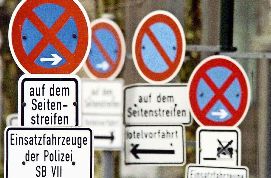 Zu viele Autos, zu wenige Parkplätze: das Problem gibt es vielerorts. Foto: dpa//Gambarini