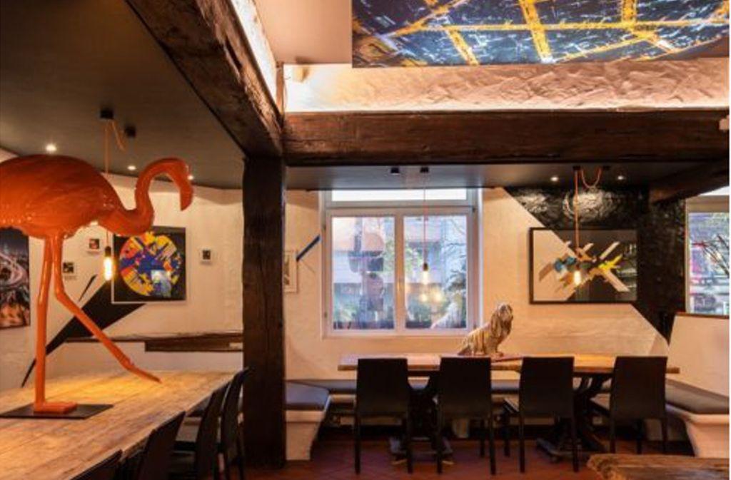 Die Innenausstattung des Lokals ist kunstvoll dekoriert. Foto: Max Leitner