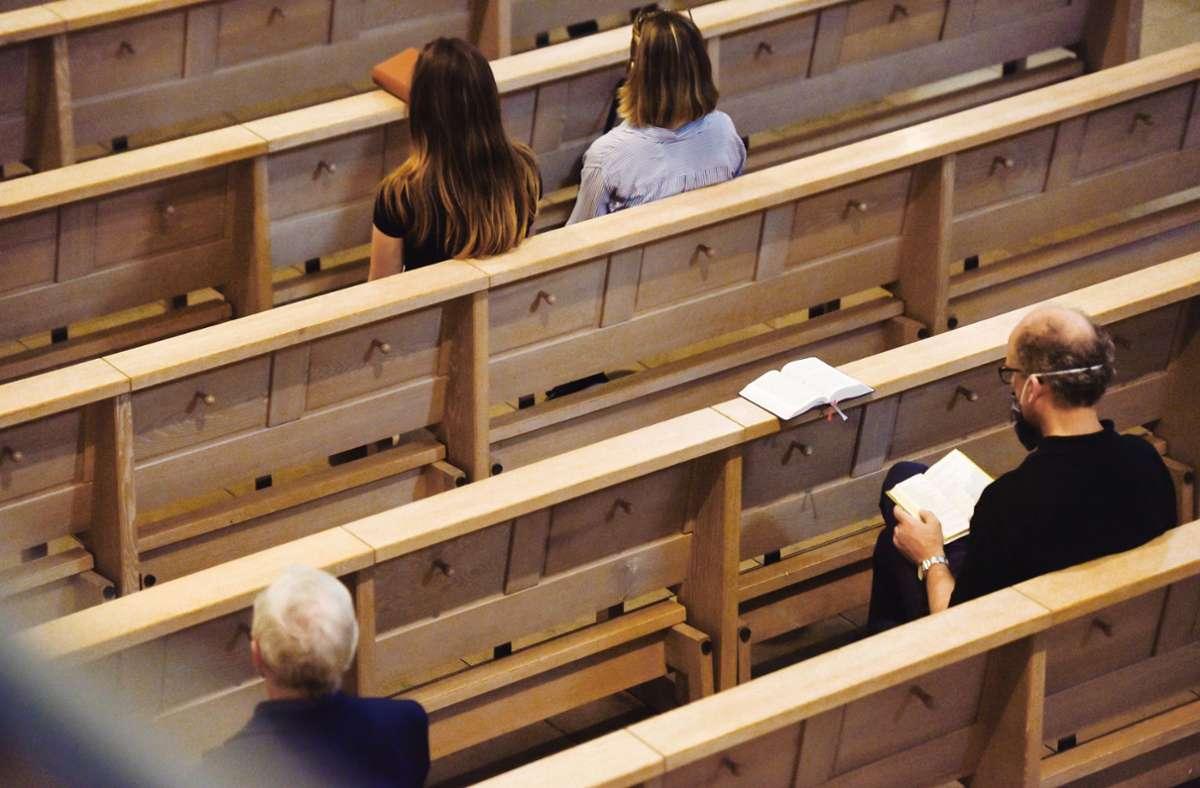 Auch auf Abstand ist in Stuttgart  aktuell kein katholischer Gottesdienst mit der Gemeinde erlaubt. Foto: Lichtgut/Max Kovalenko