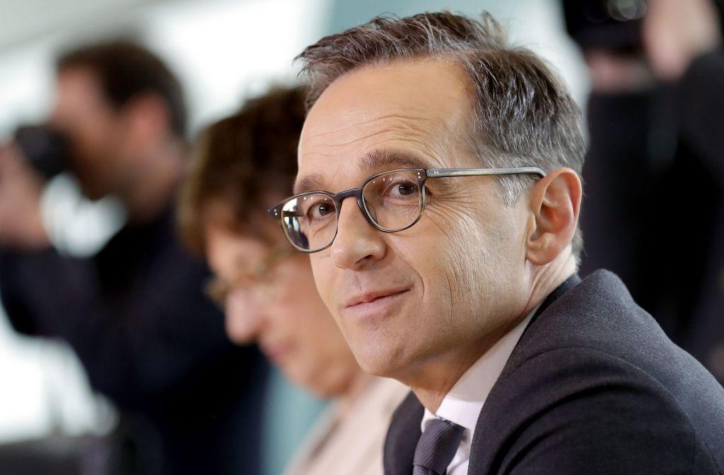Bundesjustizminister Heiko Maas hat den Vorwurf von Kanzlerin Angela Merkel (CDU) gekontert, er habe bei den Gesetzesplänen für schärfere Verbraucherrechte geschludert. Foto: AP