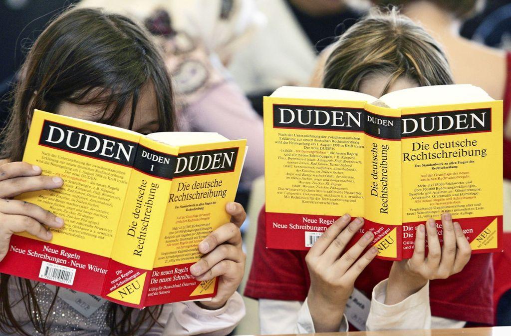 Ob sich einige Begriffe der Corona-Krise in Zukunft auch im Duden wiederfinden. Foto: picture-alliance/ dpa/Frank May
