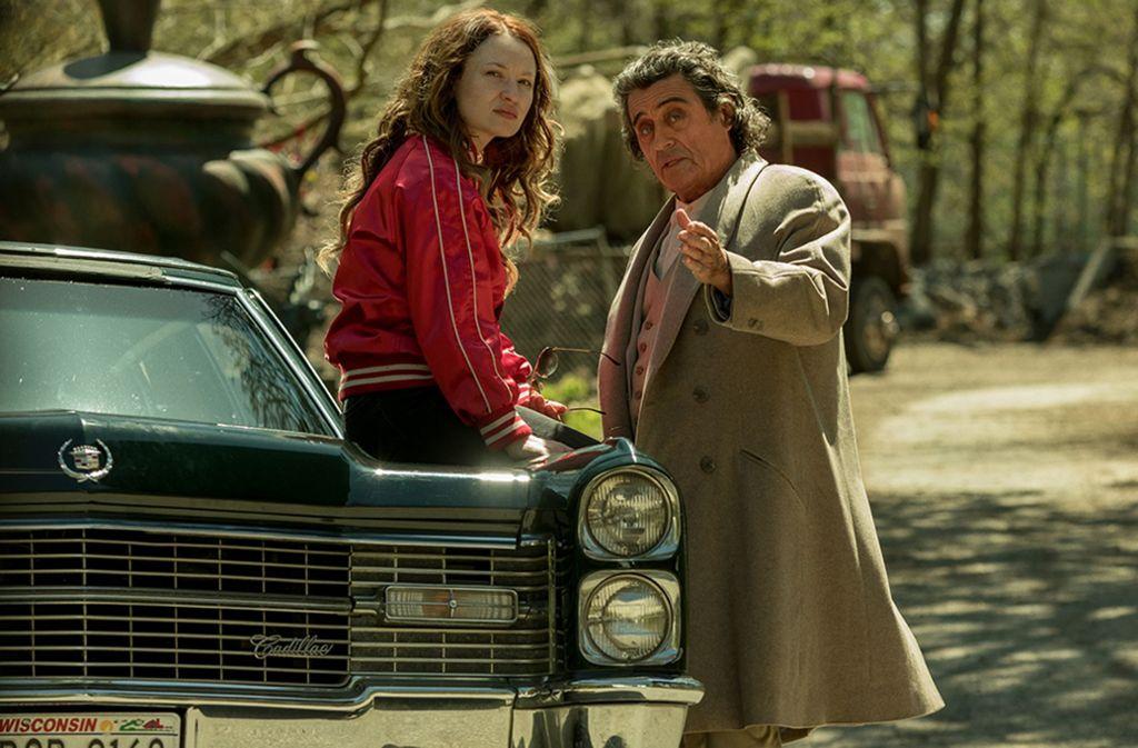 Die untote Laura (Emily Browning) traut den Versprechungen von Mr. Wednesday (Ian McShane) alias Odin nicht ganz. Foto: Starz