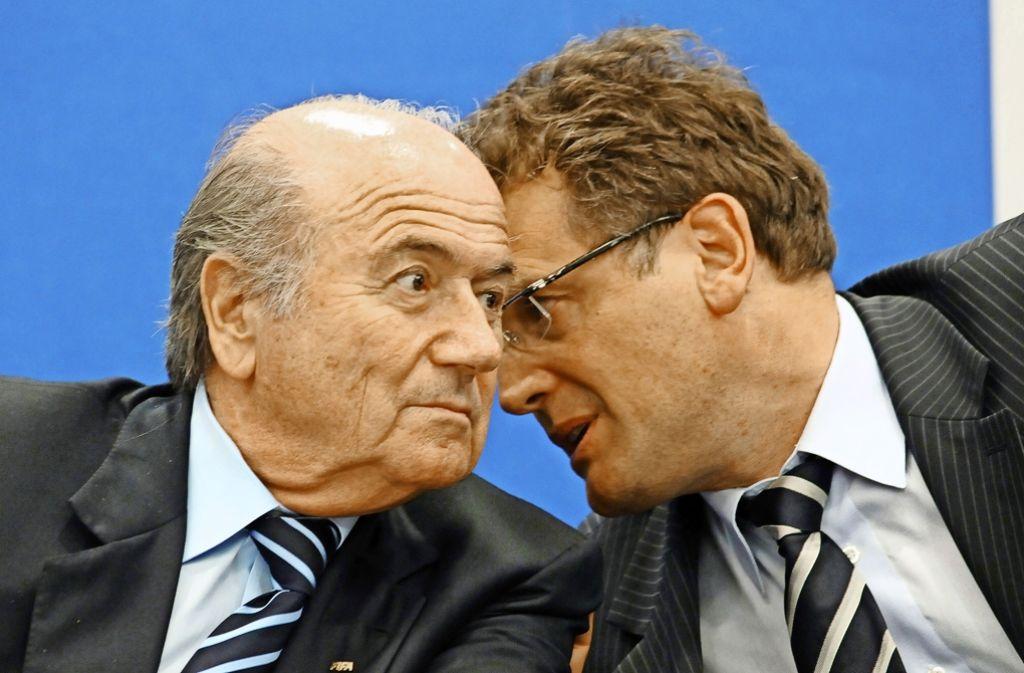 Profiteure unter sich: Joseph Blatter (li.) und Jerome Valcke, einst Präsident und Generalsekretär der Fifa Foto: AFP