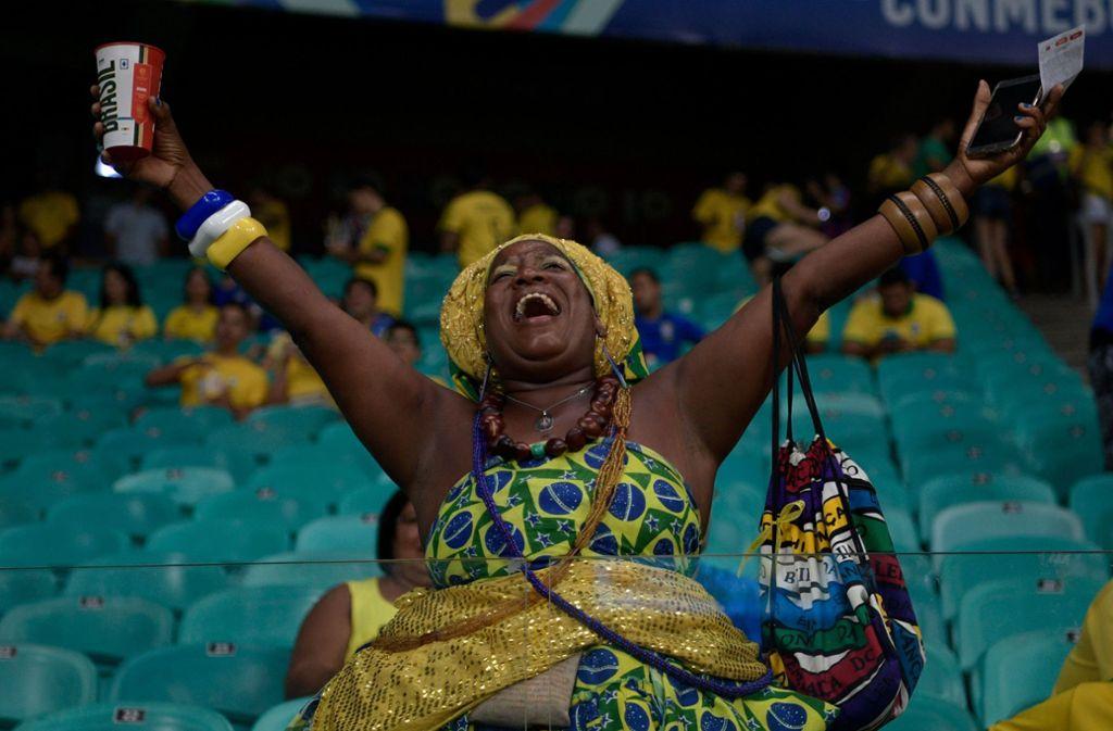 Farbenprächtig und gut gelaunt: Die Fans feiern ihre Mannschaften bei de Copa América. Foto: AFP