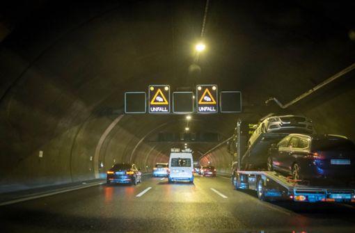 Fünf Fahrzeuge kollidieren im Engelbergtunnel