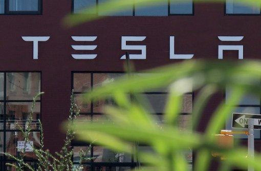 Tesla rüstet Elektroautos auf