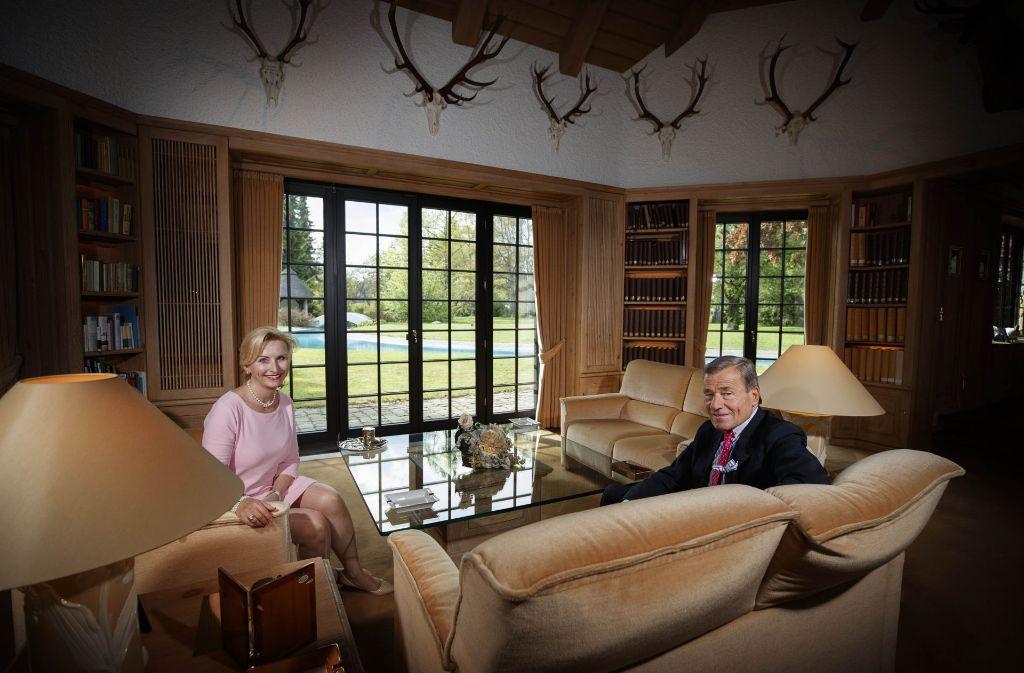 Elisabeth und Wolfang Grupp im Wohnzimmer ihrer Villa in Burladingen Foto: Gottfried Stoppel