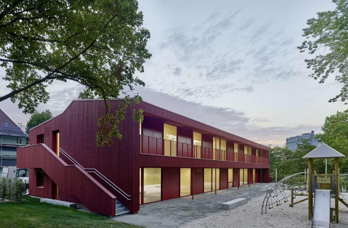 Satte Farbe, klare Gliederung: Die Kita im Park in Stuttgart vom Büro Birk Heilmeyer und Frenzel Architekten Foto: Zooey Braun