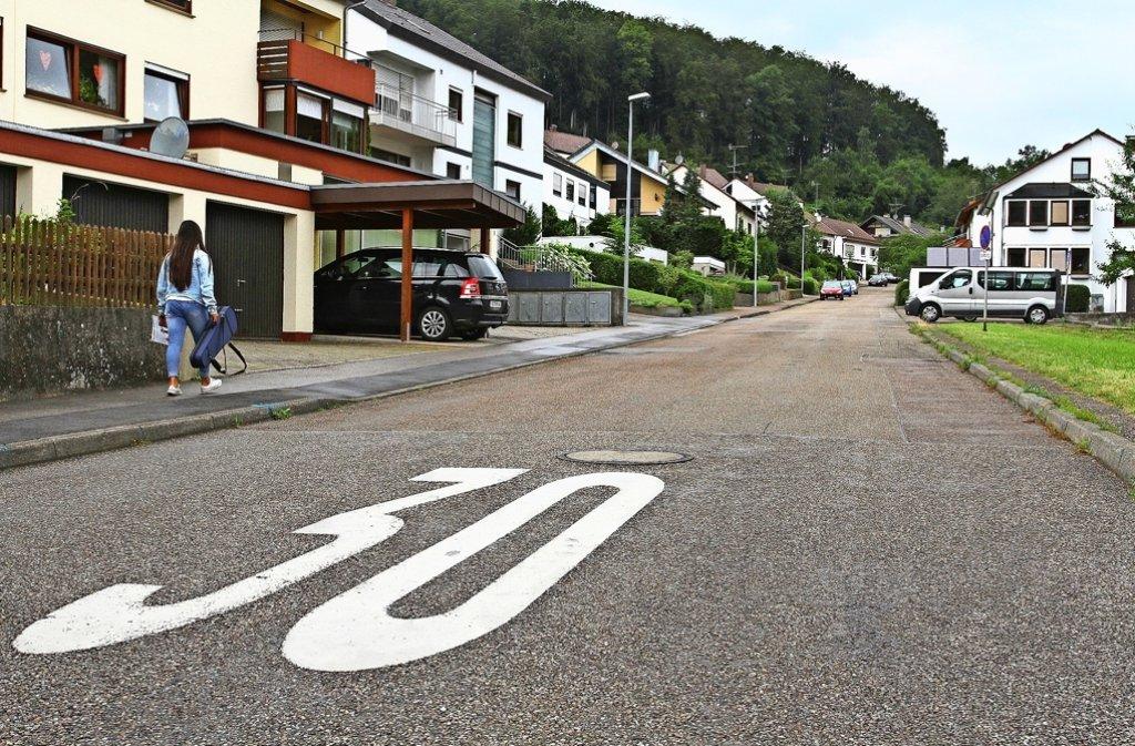 Ob die Jahnstraße in Mönsheim schon nächstes Jahr saniert wird, steht noch nicht fest. Foto: Ernst