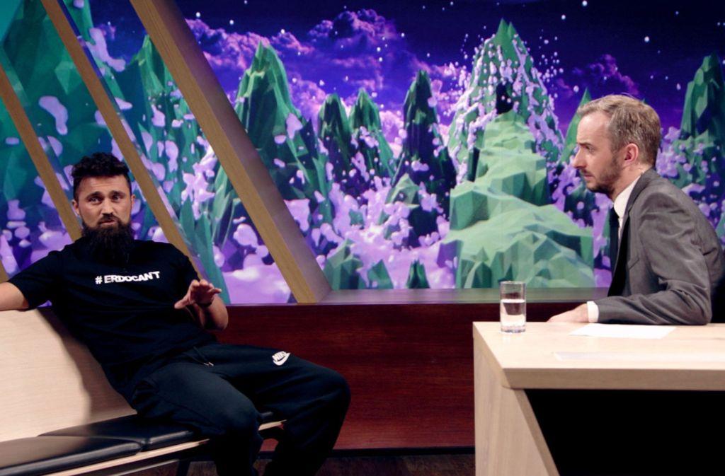 """Ünsal Arik nimmt als Gast bei Jan Böhmermann im """"Neo Magazin Royale"""" kein Blatt vor den Mund. Foto: ZDF/Julia Hüttner"""