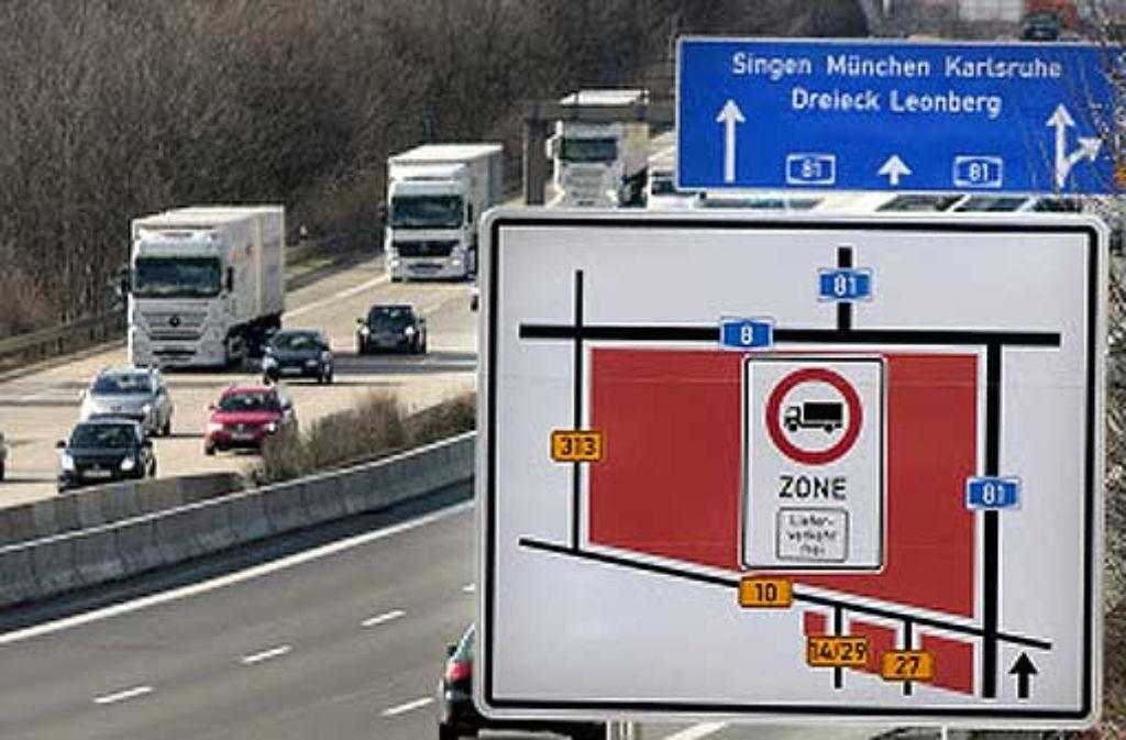 An Zufahrtsstraßen weisen große Schilder auf das Durchfahrverbot hin. Foto: factum/Granville