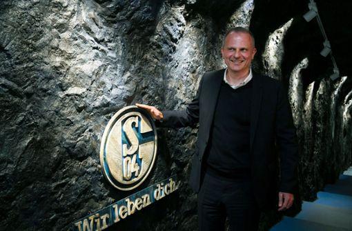 Jochen Schneider stärkt Domenico Tedesco den Rücken