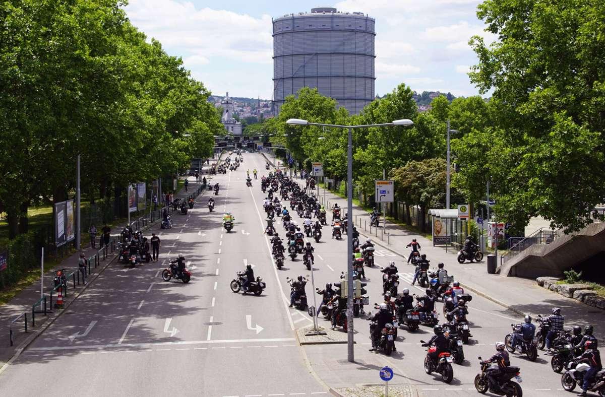 Tausende Biker haben am Samstag in Stuttgart gegen mögliche Fahrverbote an Sonn- und Feiertagen demonstriert. Foto: 7aktuell.de/Andreas Werner