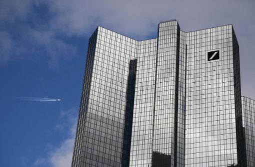 Deutsche Bank mäßigt Sparkurs