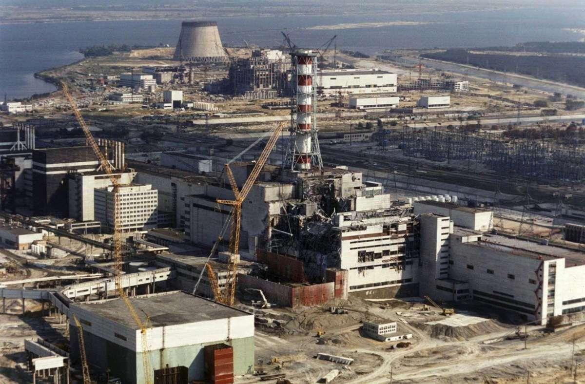 01.10.1986, Ukraine, Tschernobyl: Reparaturarbeiten am explodierten ukrainischen Atomkraftwerk Tschernobyl. Foto: dpa/epa Tass