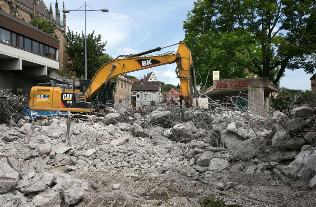 Es wird noch ein paar Tage dauern, ehe alle Spuren des Stegs beseitigt sind. Foto: Horst Rudel