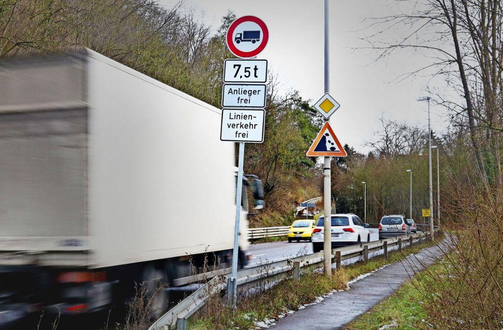 Seit Anfang 2017 sind große  Lastwagen in Remseck-Hochberg tabu. Foto: factum/Archiv