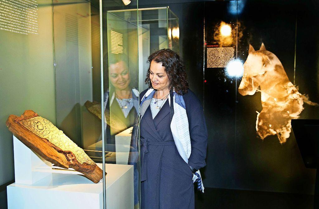 Nicole Ebinger-Rist kann sich für den  keltischen Nüsternschutz doppelt begeistern: Als Hobby-Reiterin und von Berufs wegen als Archäologin und Restauratorin. Foto: Horst Rudel