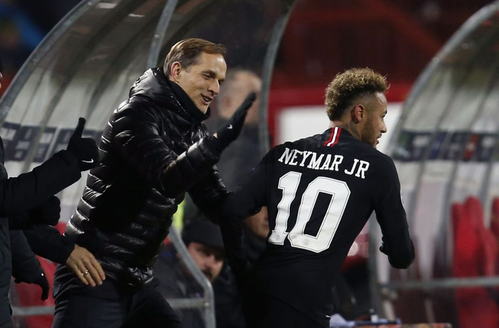 Trainer Thomas Tuchel (links) von Paris St. Germain macht sich Sorgen um Neymar. Foto: AP