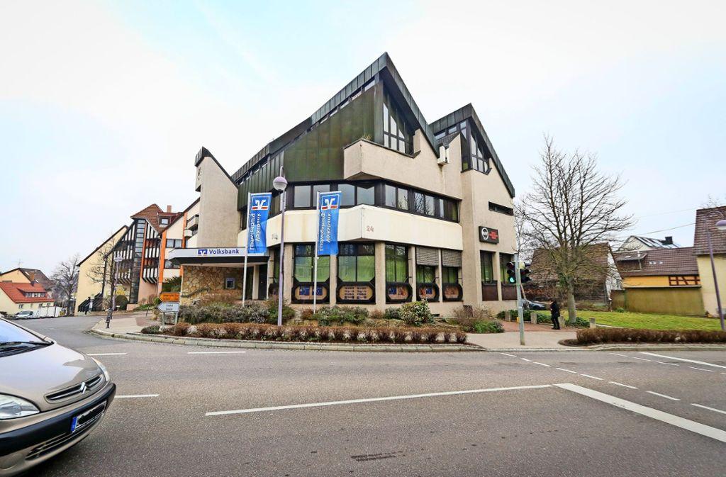 Das alte Bankgebäude wird an Ort und Stelle und auf einem Nachbargrundstück durch Neubauten ersetzt. Foto: factum/Granville