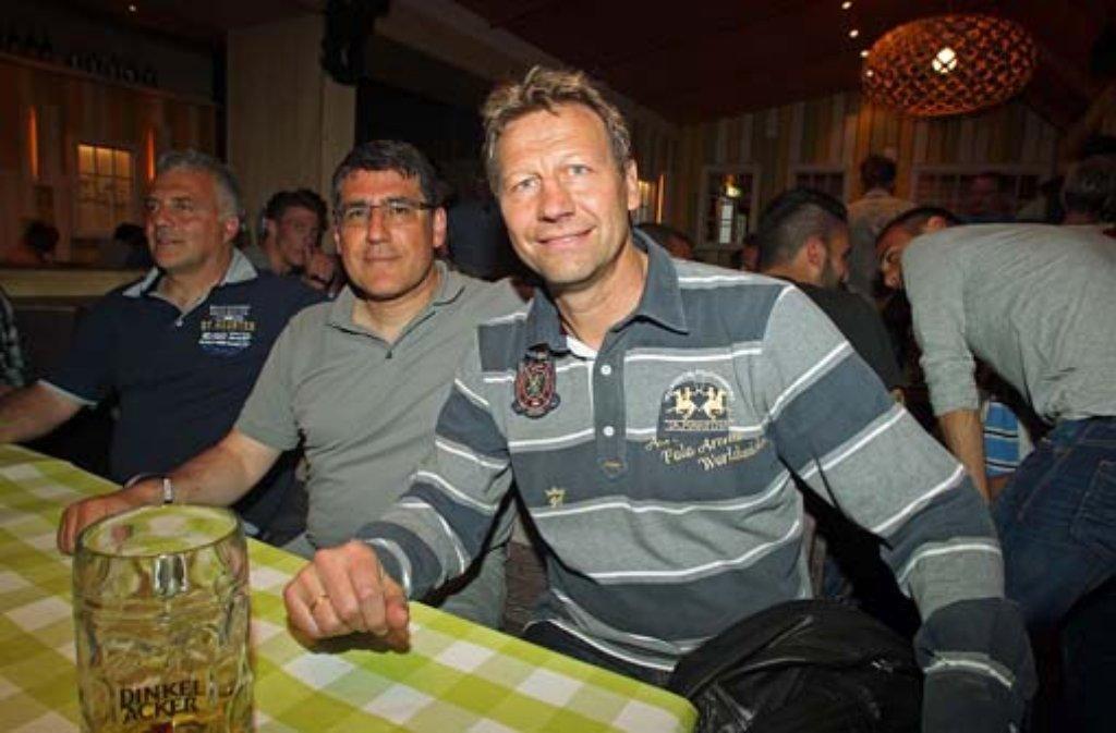 Neben den Spielern um Kapitän Vincenzo Marchese feierte auch Präsidiumsmitglied Guido Buchwald (rechts) auf dem Stuttgarter Frühlingsfest. Klicken Sie sich durch unsere Fotostrecke. Foto: Robin Rudel/7aktuell.de