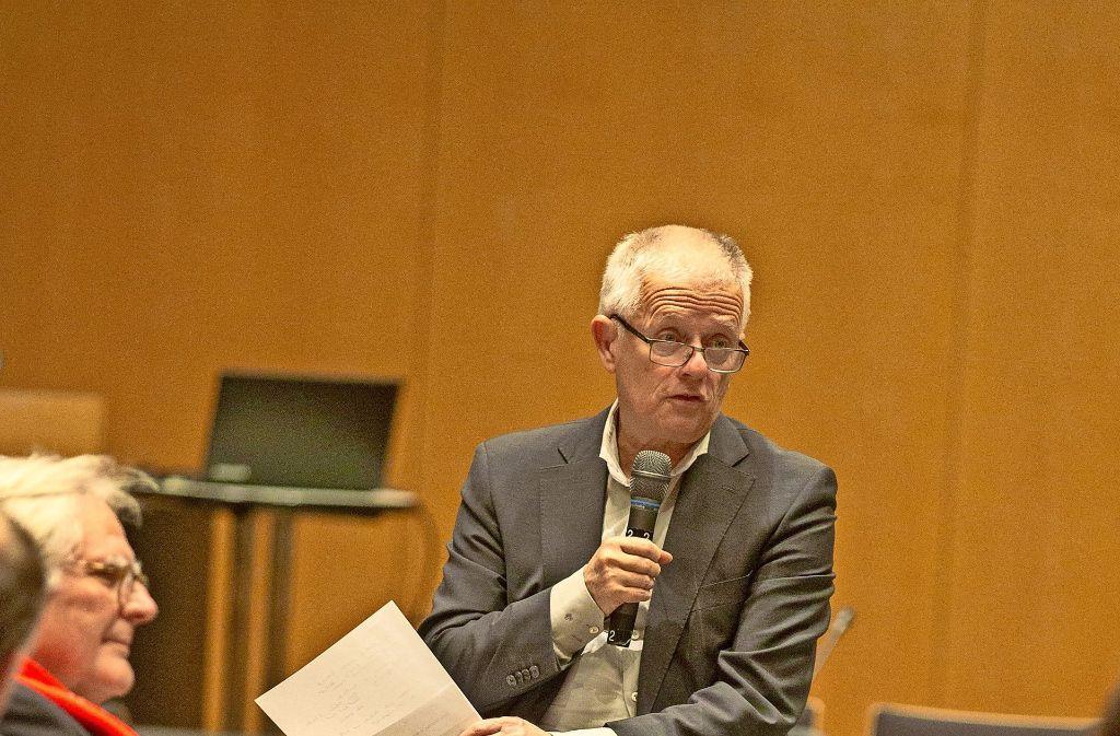 Oberbürgermeister Fritz  Kuhn im Dialog mit den Bürgern Foto: Lichtgut/Leif Piechowski
