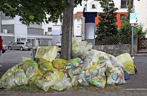 Wilder Müll im Zentrum stinkt zum Himmel