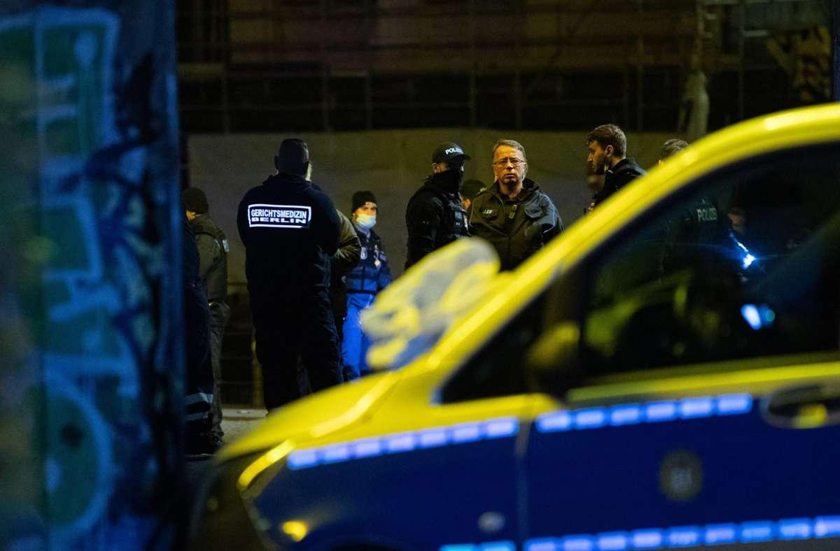 Die Polizei ermittelt im Fall einer tödlichen Messerattacke in Berlin. Foto: dpa/Paul Zinken
