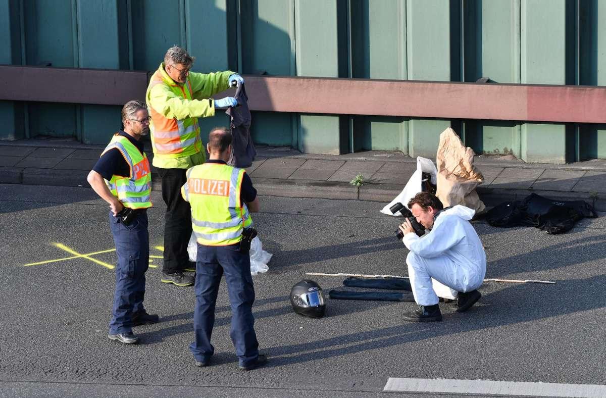 Der Unfallverursacher, ein 30-jähriger Autofahrer, hatte laut Polizei eine vermeintliche Munitionskiste dabei. Foto: dpa/Paul Zinken